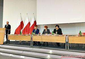 Spotkanie przedstawicieli Powiatowych Centrów Pomocy Rodzinie z Minister Elżbietą Rafalską