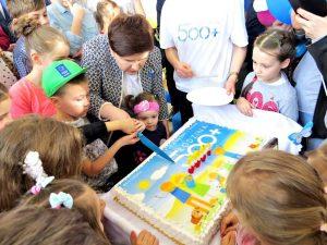 Pierwsze urodziny Programu Rządowego Rodzina 500 plus z udziałem Premier Beaty Szydło w Konecku