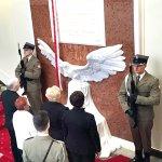 Odsłonięcie tablicy ku czci ofiar katastrofy smoleńskiej w Kancelarii Prezesa Rady Ministrów