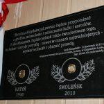 Odsłonięcie pamiątkowej tablicy z ziemią z Katynia i Smoleńska w Warząchewce Polskiej