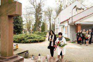 Poseł na Sejm RP Joanna Borowiak złożyła kwiaty na grobie wybitnego artysty Stanisława Zagajewskiego