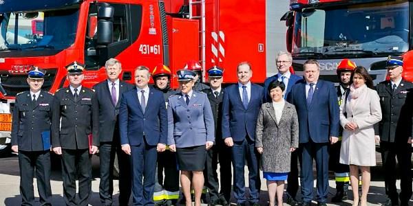 Uroczystość przekazania wozów ratowniczo-gaśniczych dla PSP w województwie kujawsko-pomorskim