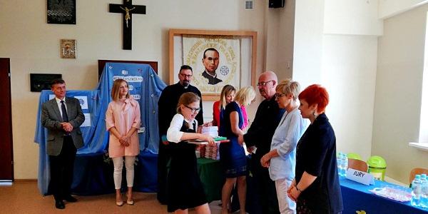 III Edycja Konkursu Recytatorskiego Poezji Ks. Jana Twardowskiego w Szkole Podstawowej SPSK w Warząchewce Polskiej