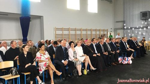 Uroczystość otwarcia nowej sali gimnastycznej w SP w Kruszynie z udziałem wiceministra sportu