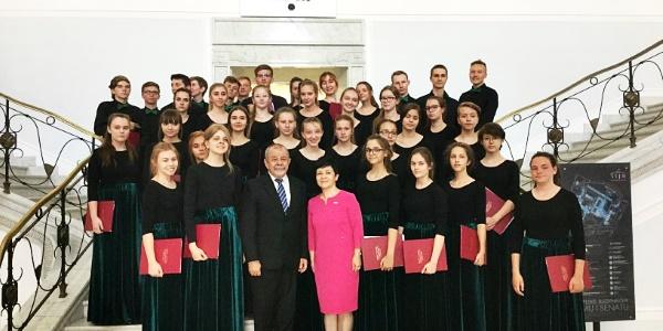 Włocławski chór Canto wykonał w Sejmie RP utwór Czesława Niemena ,,Sen o Warszawie?