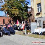 Uroczyste odsłonięcie pomnika ks. Jana Długosza w Zespole Szkół Katolickich we Włocławku