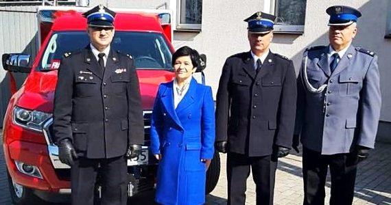 Ochotnicza Straż Pożarna w Chełmicy Cukrowni otrzymała nowy samochód marki Ford Ranger