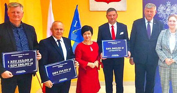 Wręczenie voucherów na drogi samorządowcom z powiatu lipnowskiego