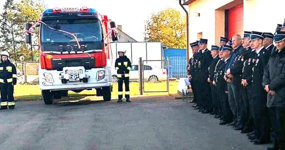 Nowy samochód ratowniczo-gaśniczy dla OSP w Łubkach