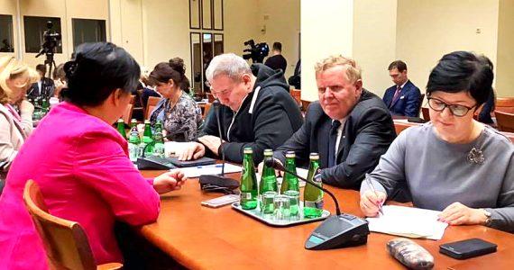 Sejmowa Komisja Polityki Społecznej i Rodziny odrzuciła poprawki Senatu ws trzynastej emerytury