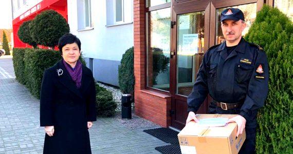 Poseł Joanna Borowiak przekazała 600 maseczek dla Służb ratunkowych we Włocławku
