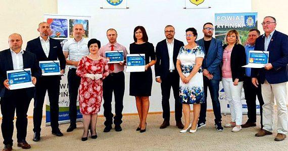Wręczenie czeków dla samorządowców Powiatu Rypińskiego