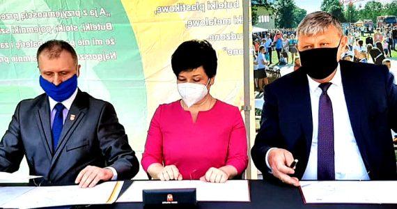 Uroczystość podpisania umowy na dofinansowanie nowego Centrum Opiekuńczo-Mieszkalnego w Wąpielsku