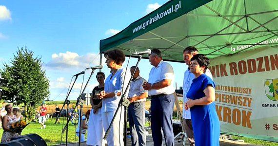 Piknik rodzinny z udziałem minister Marleny Maląg w Więsławicach
